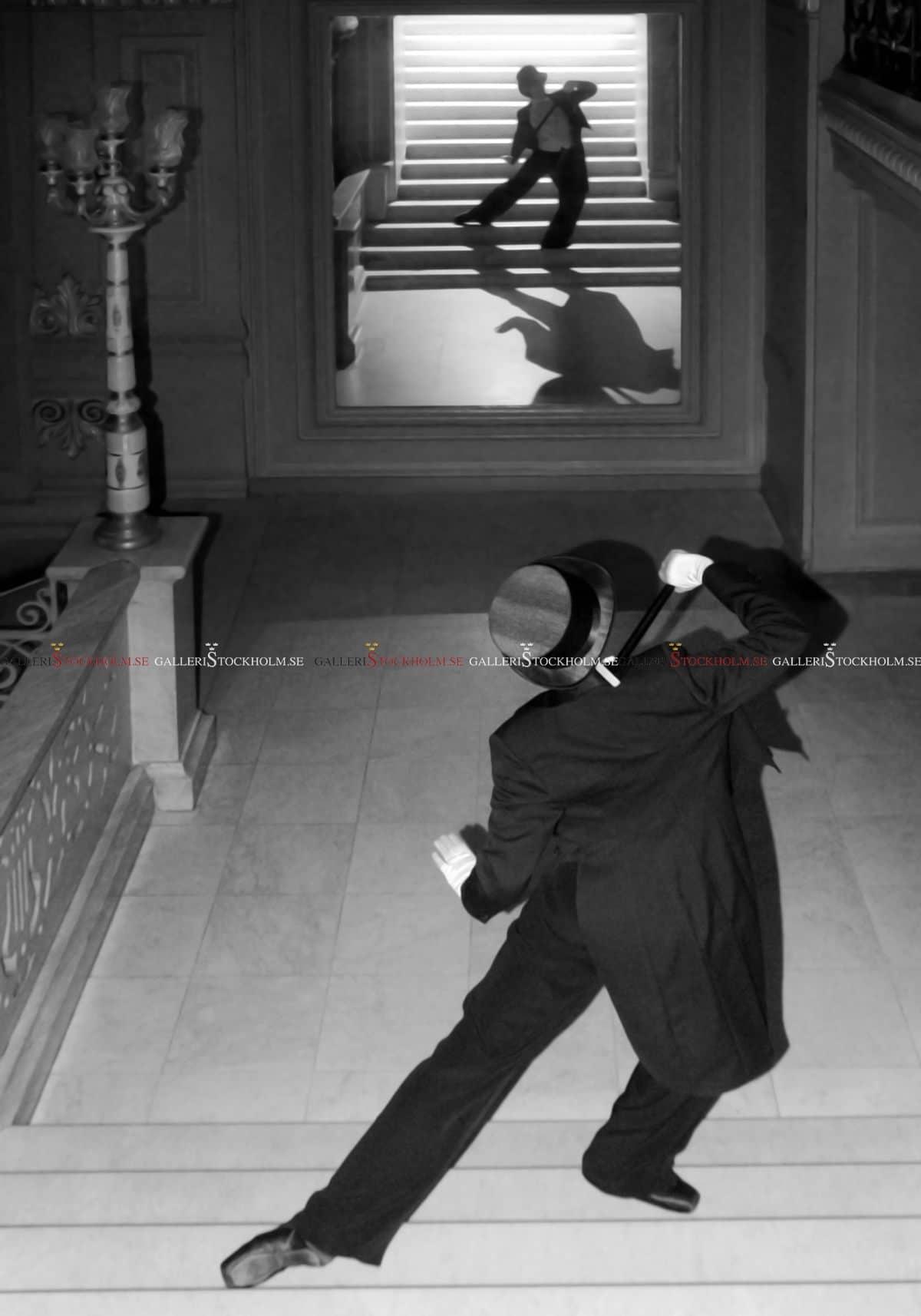 Dmitry Savchenko - Old mirror and silhouette