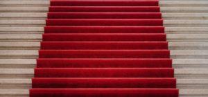 öppettider Röd matta i trappa